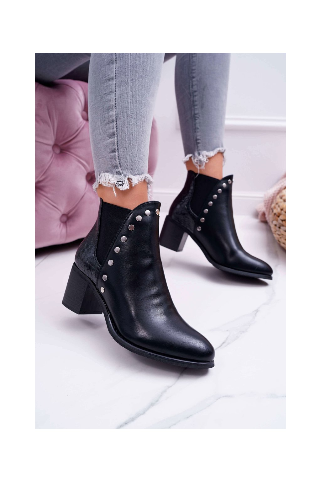 Dámske členkové topánky na podpätku čierne Vista