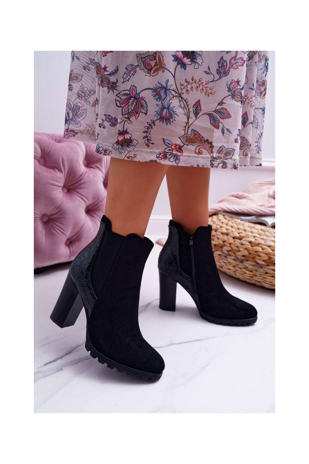 Členkové topánky na podpätku farba čierna kód obuvi C688 BLK