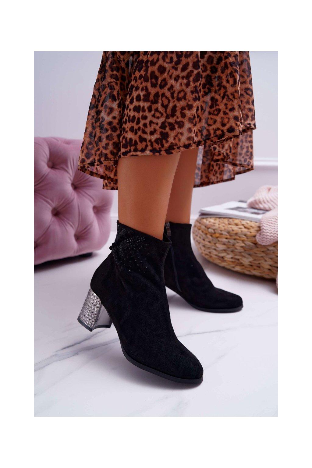 Členkové topánky na podpätku farba čierna kód obuvi 9BT35-1318 BLK