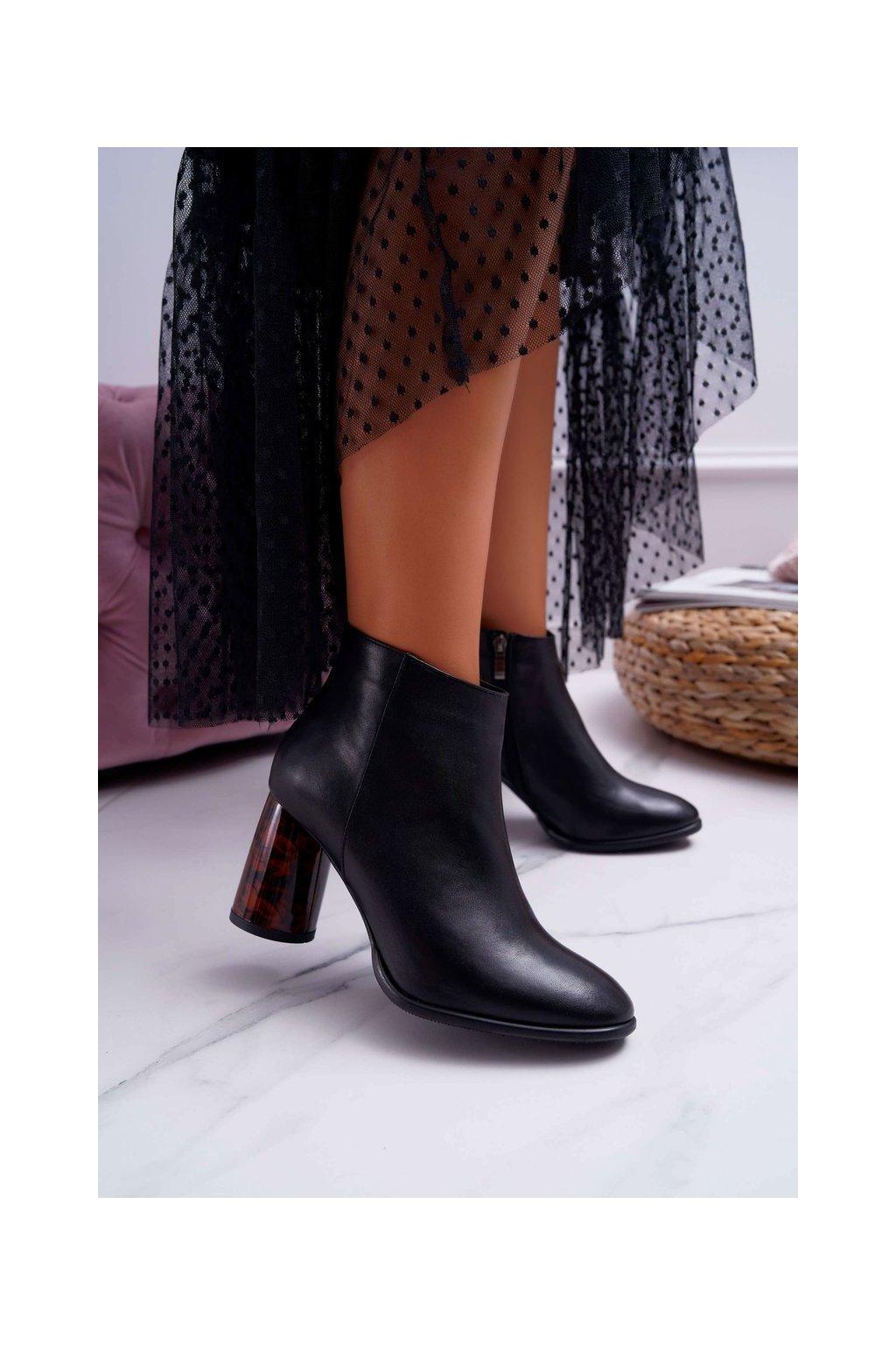 Členkové topánky na podpätku farba čierna kód obuvi 2056 BLK 142