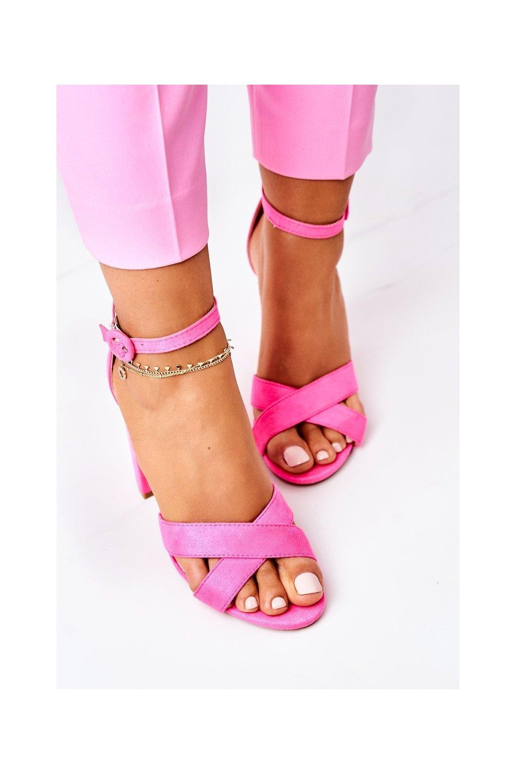 Dámske sandále na podpätku farba ružová kód obuvi TU133 FLUO FUCHSIA