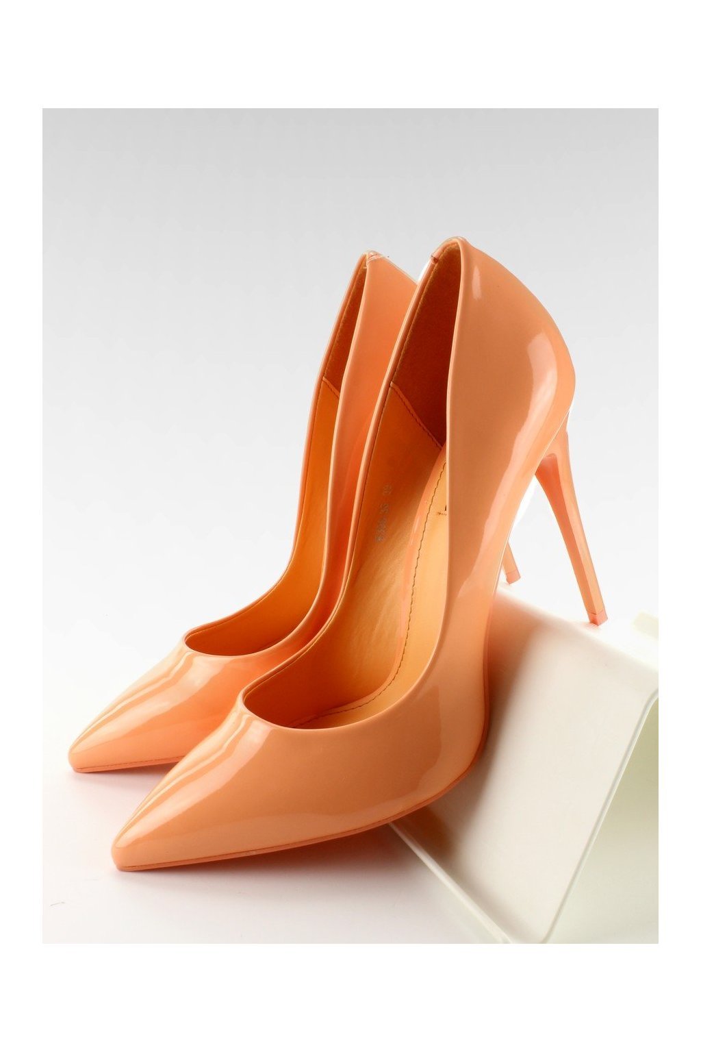Damske lodičky oranžové na ihlovom podpätku E396