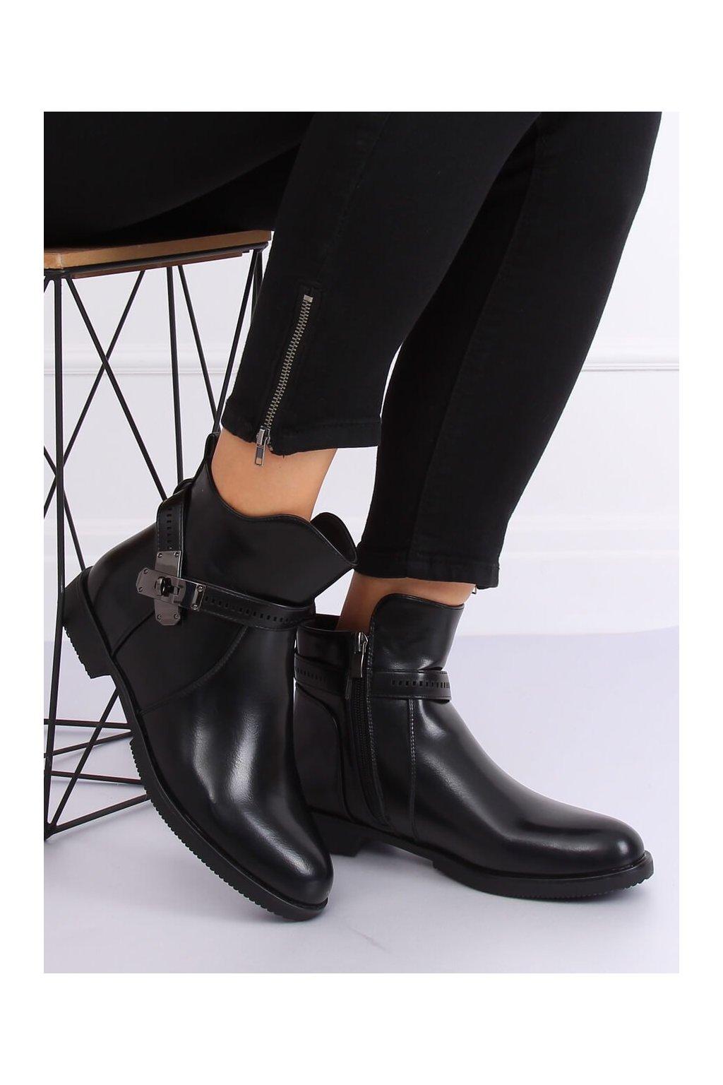 Dámske členkové topánky čierne na plochom podpätku B11003