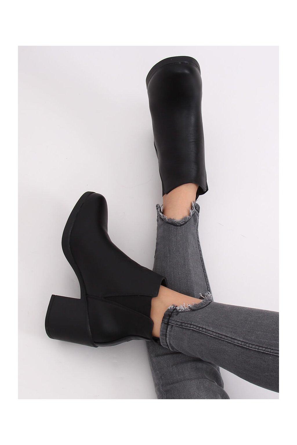 Dámske členkové topánky čierne na širokom podpätku EMILY