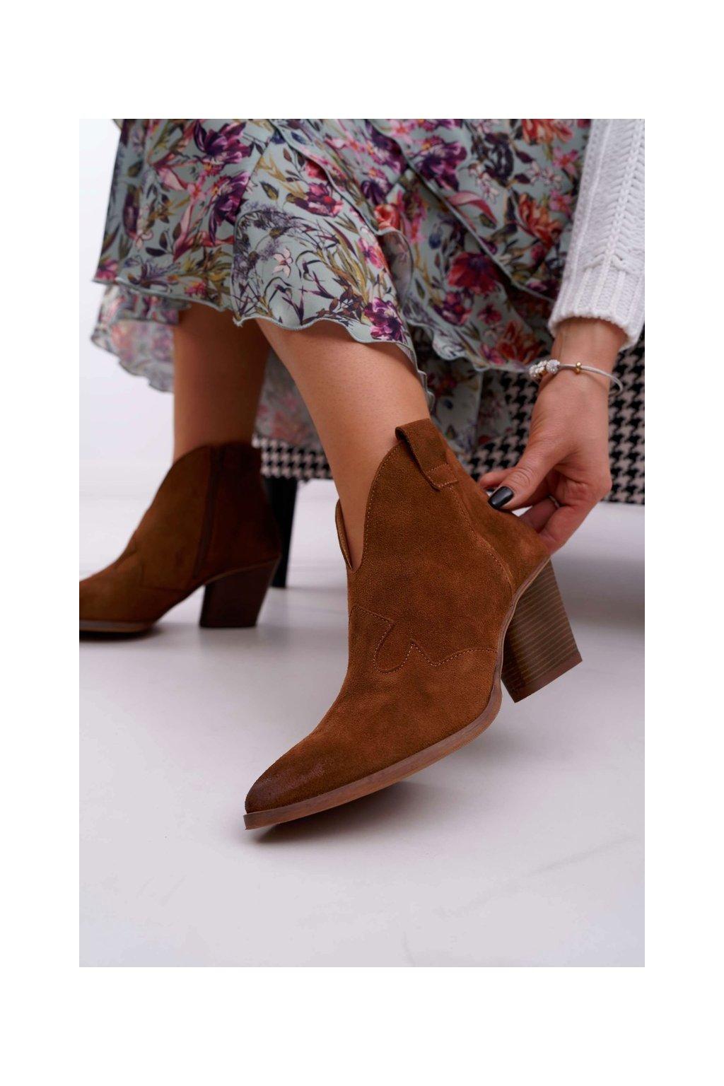 Členkové topánky na podpätku farba hnedá kód obuvi 2451 KONIAK/W