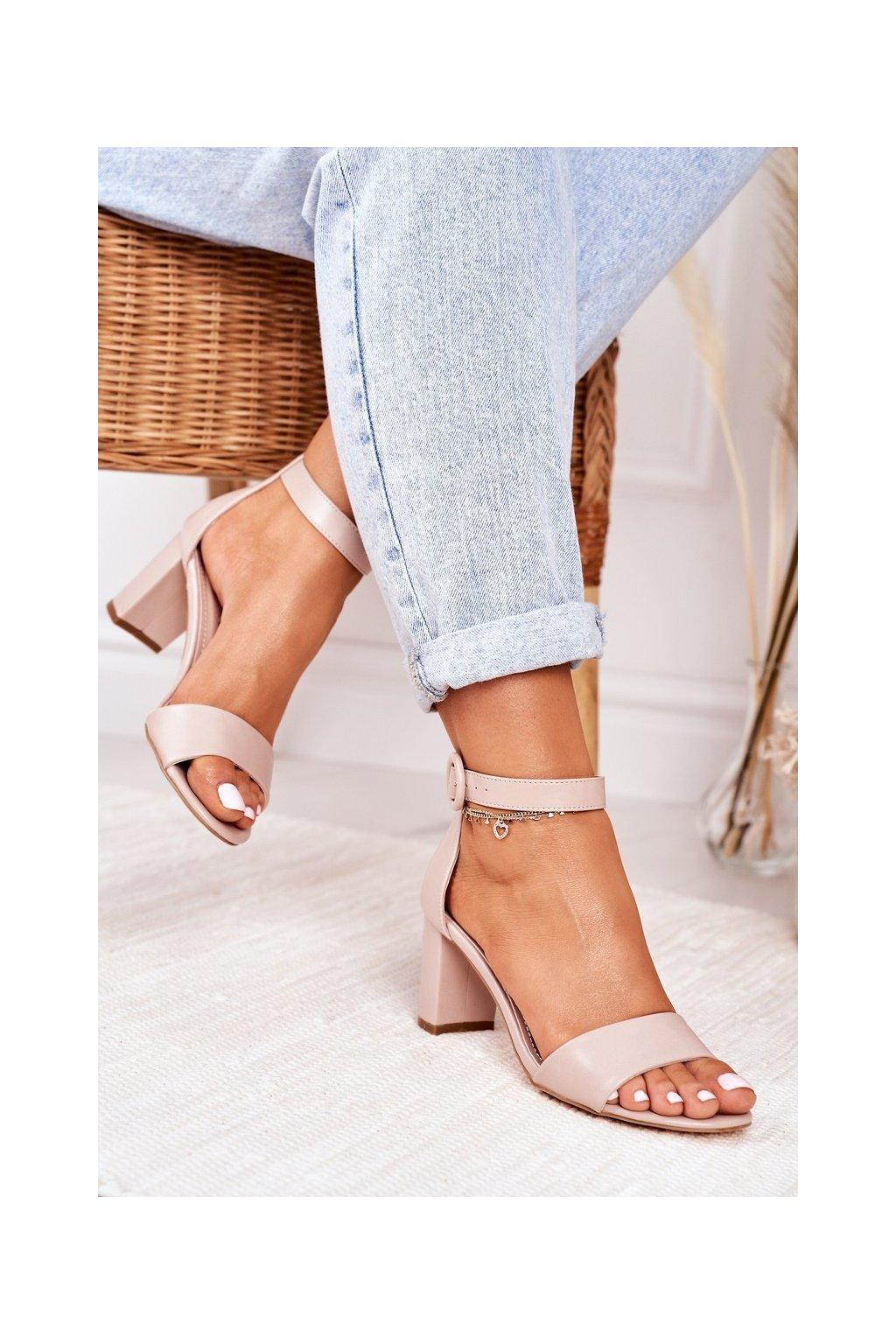 Dámske sandále na podpätku farba hnedá kód obuvi 20SD98-1617 PINK BEIGE