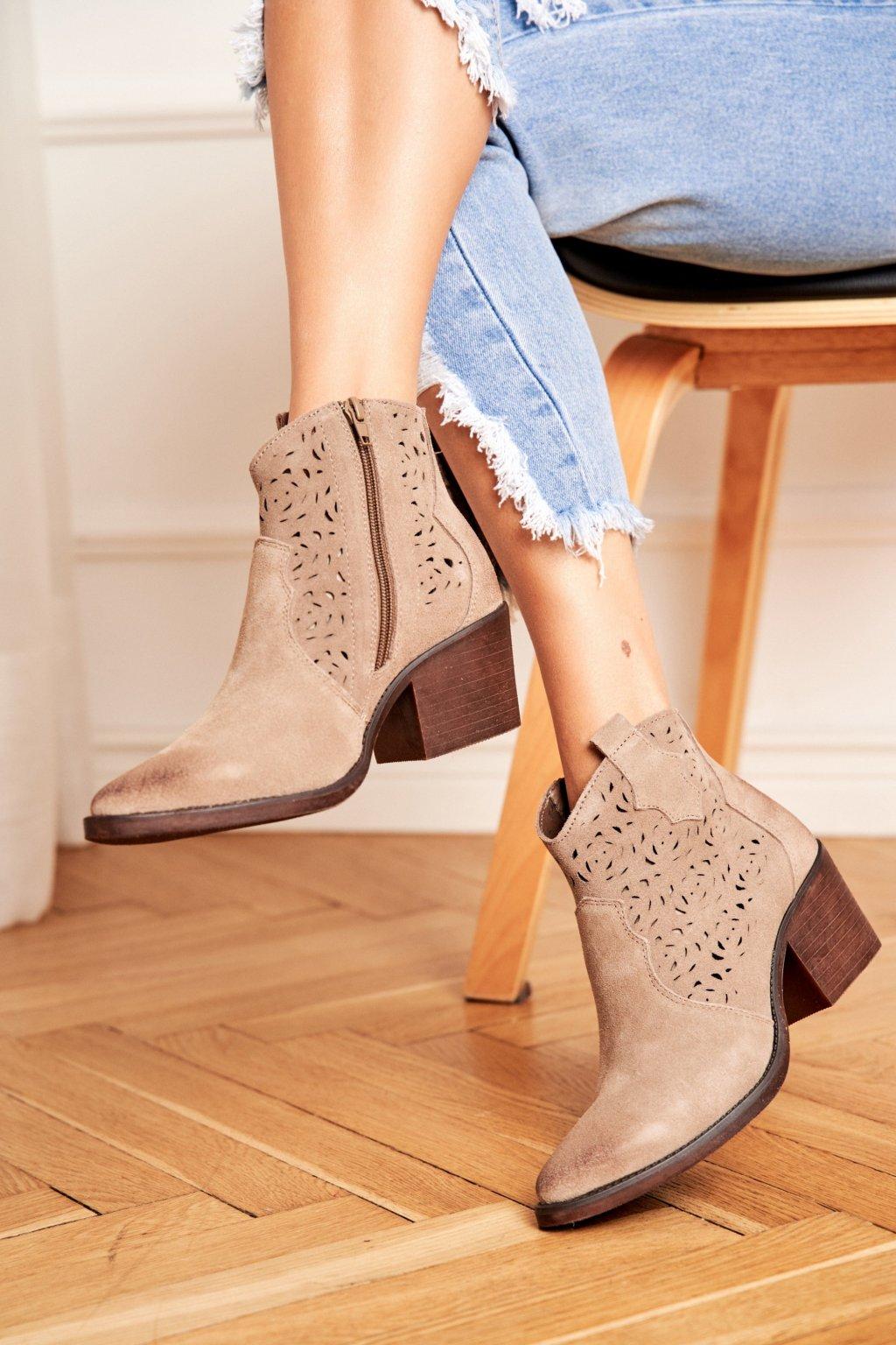 Členkové topánky na podpätku farba hnedá kód obuvi 12622-21 KHAKI