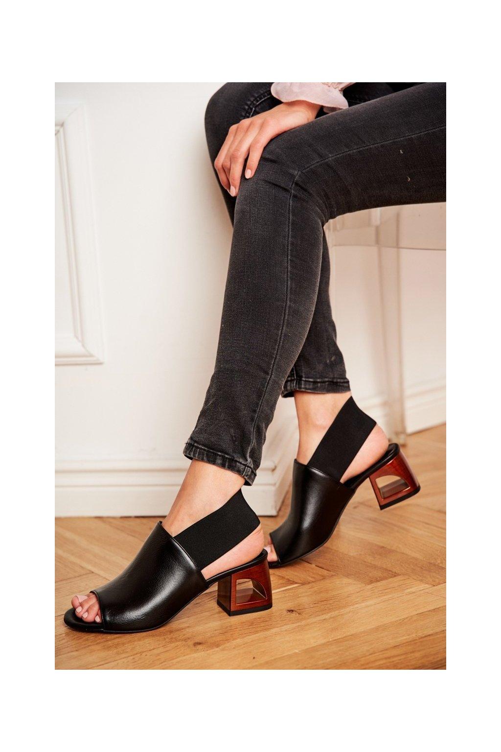 Dámske sandále na podpätku farba čierna kód obuvi 1919 975 BLK