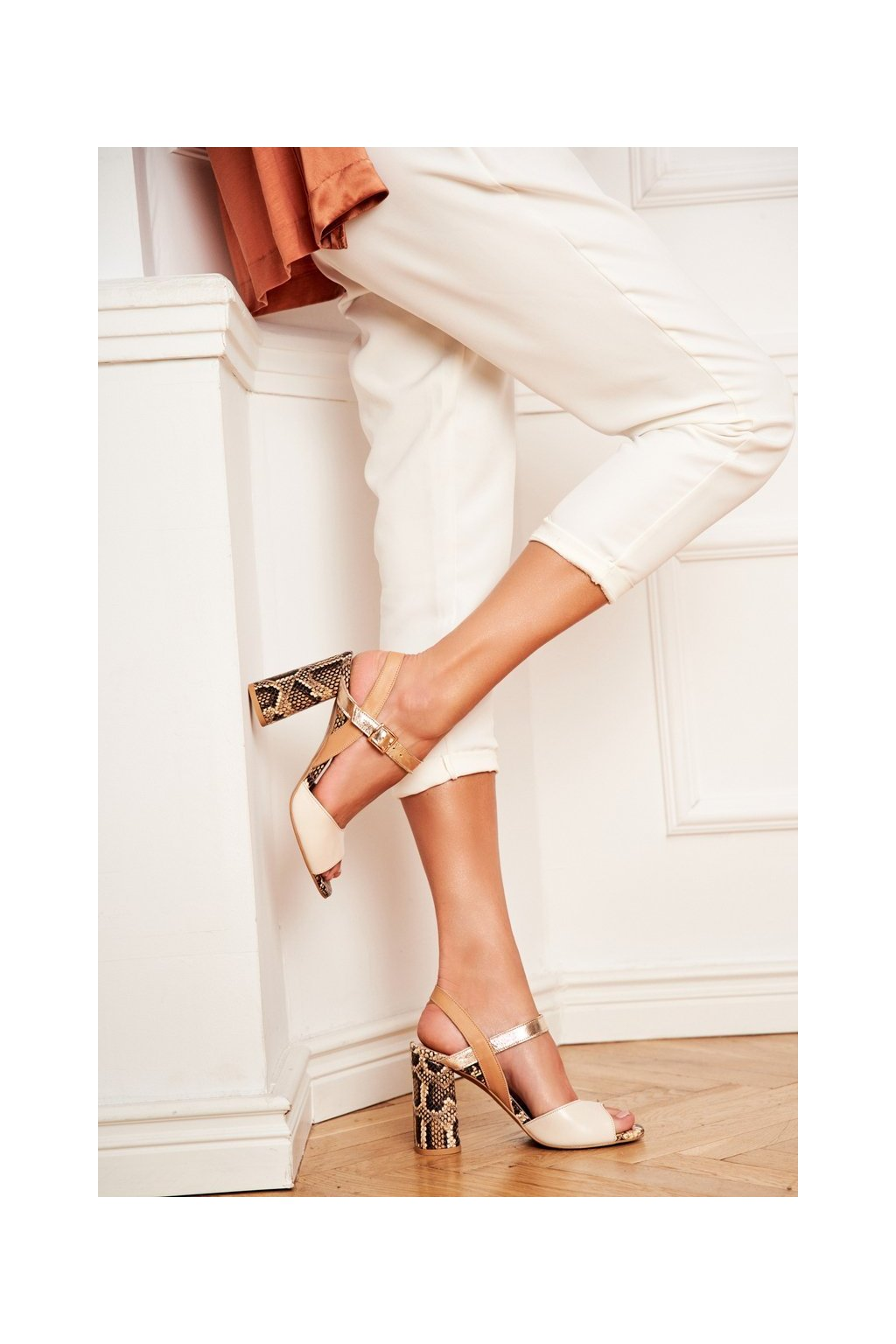 Dámske sandále na podpätku farba hnedá kód obuvi 2136 184-288-227 BEIGE