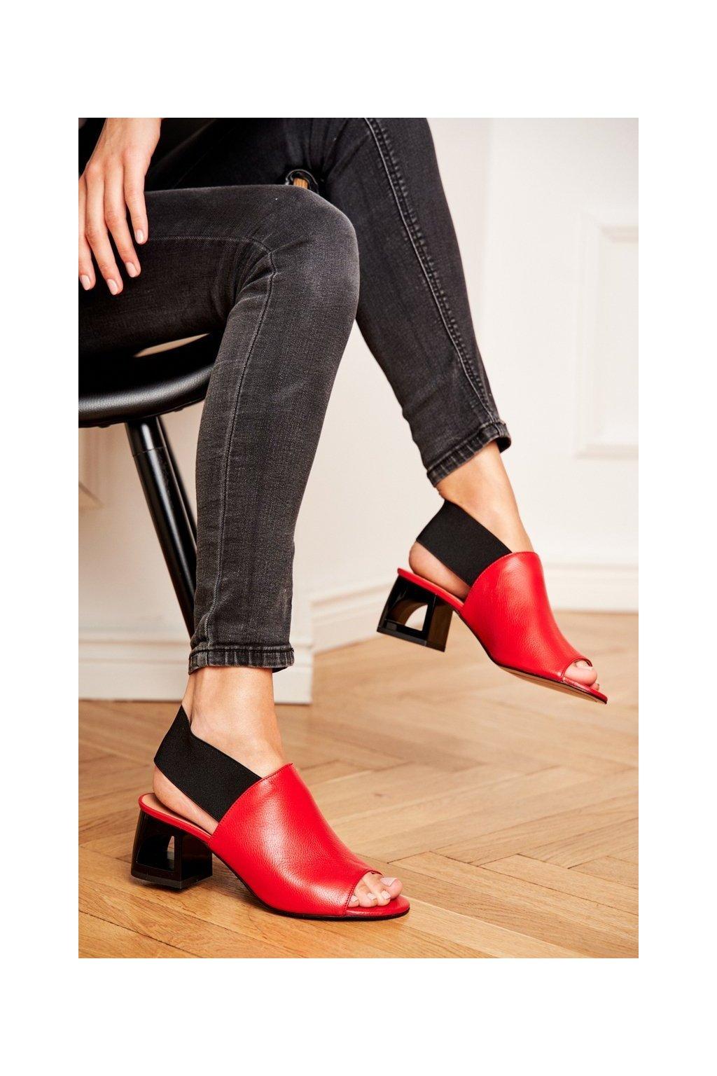 Dámske sandále na podpätku farba červená kód obuvi 1919 916 RED