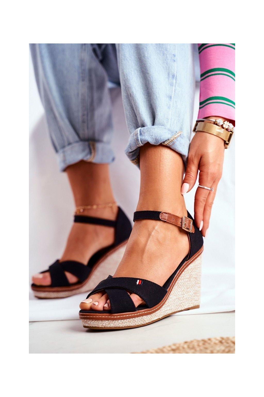 Dámske sandále na platforme farba čierna kód obuvi R133P BLK