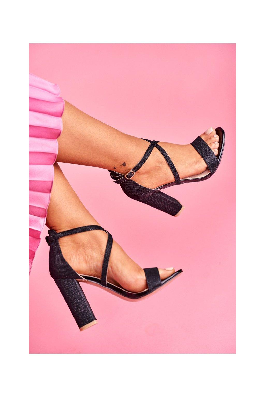 Dámske sandále na podpätku farba čierna kód obuvi GG-87P BLK