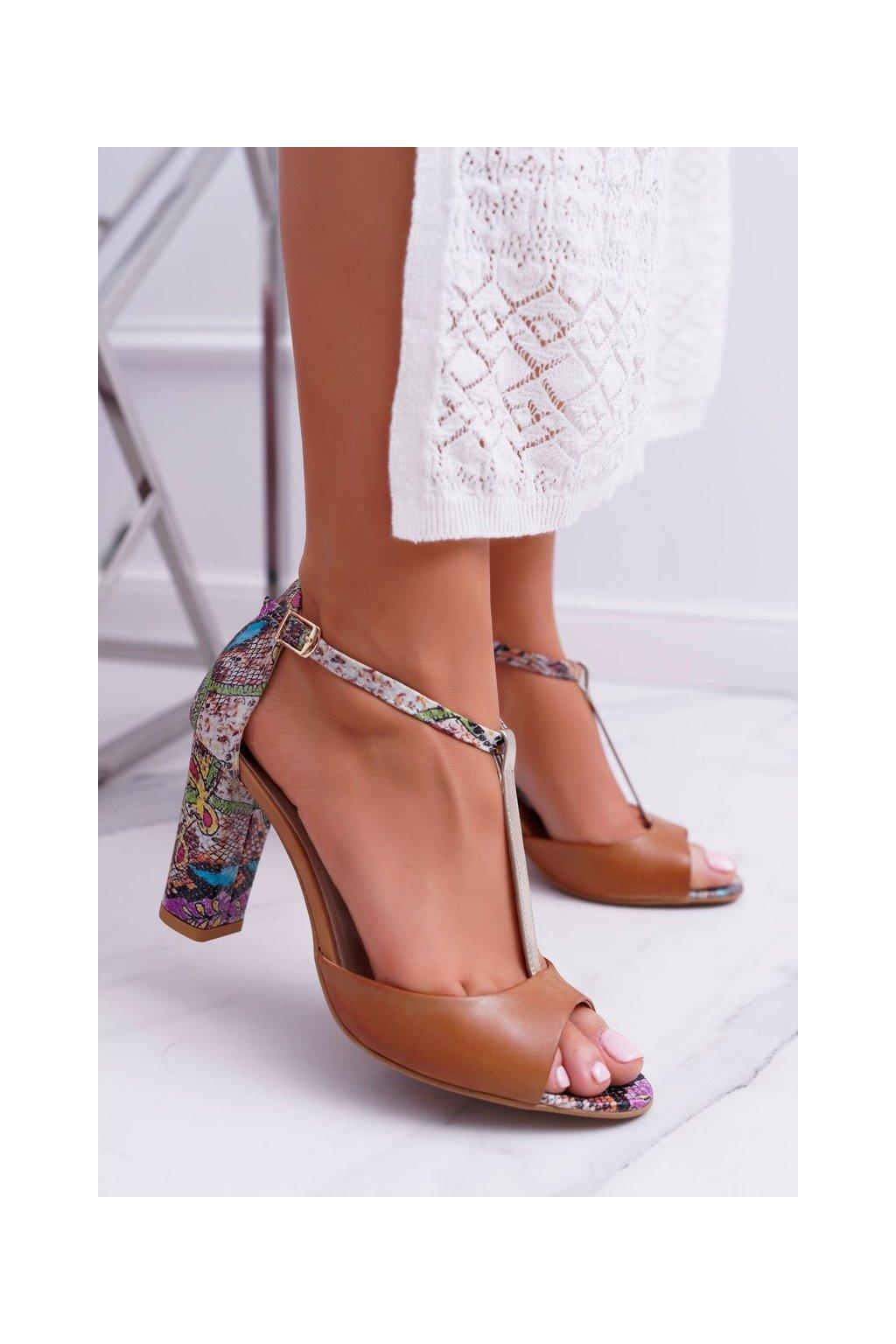 Dámske sandále na podpätku farba hnedá kód obuvi 1916 870-873-931 BROWN