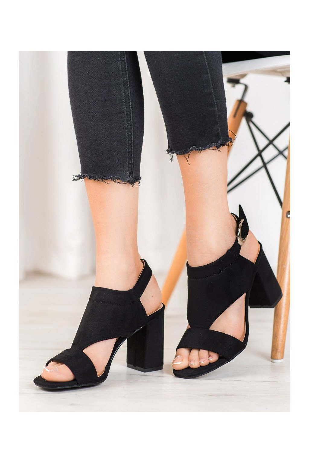 Čierne sandále Vinceza kod YQE20-17053B