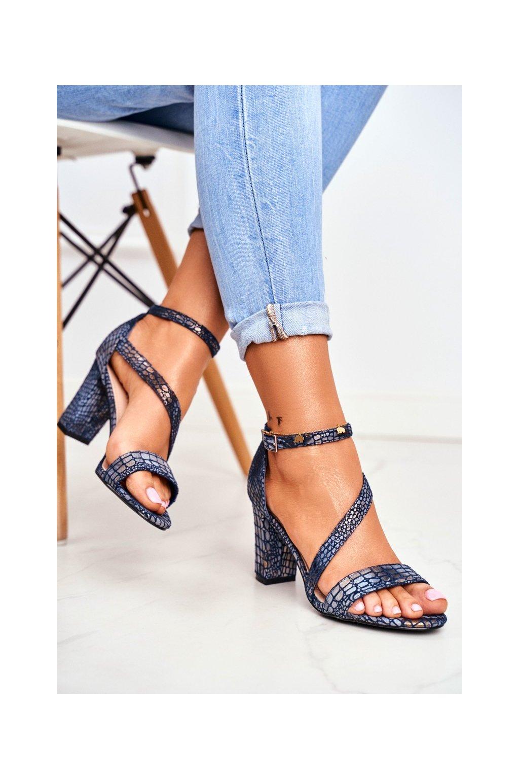 Dámske sandále na podpätku farba modrá kód obuvi SK870 GRANAT ŁUSKA