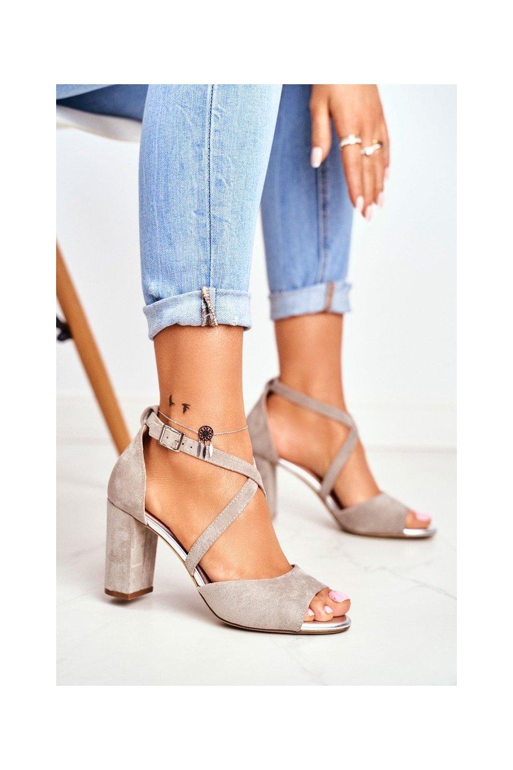 Dámske sandále na podpätku farba sivá kód obuvi SK865 GREY MIC