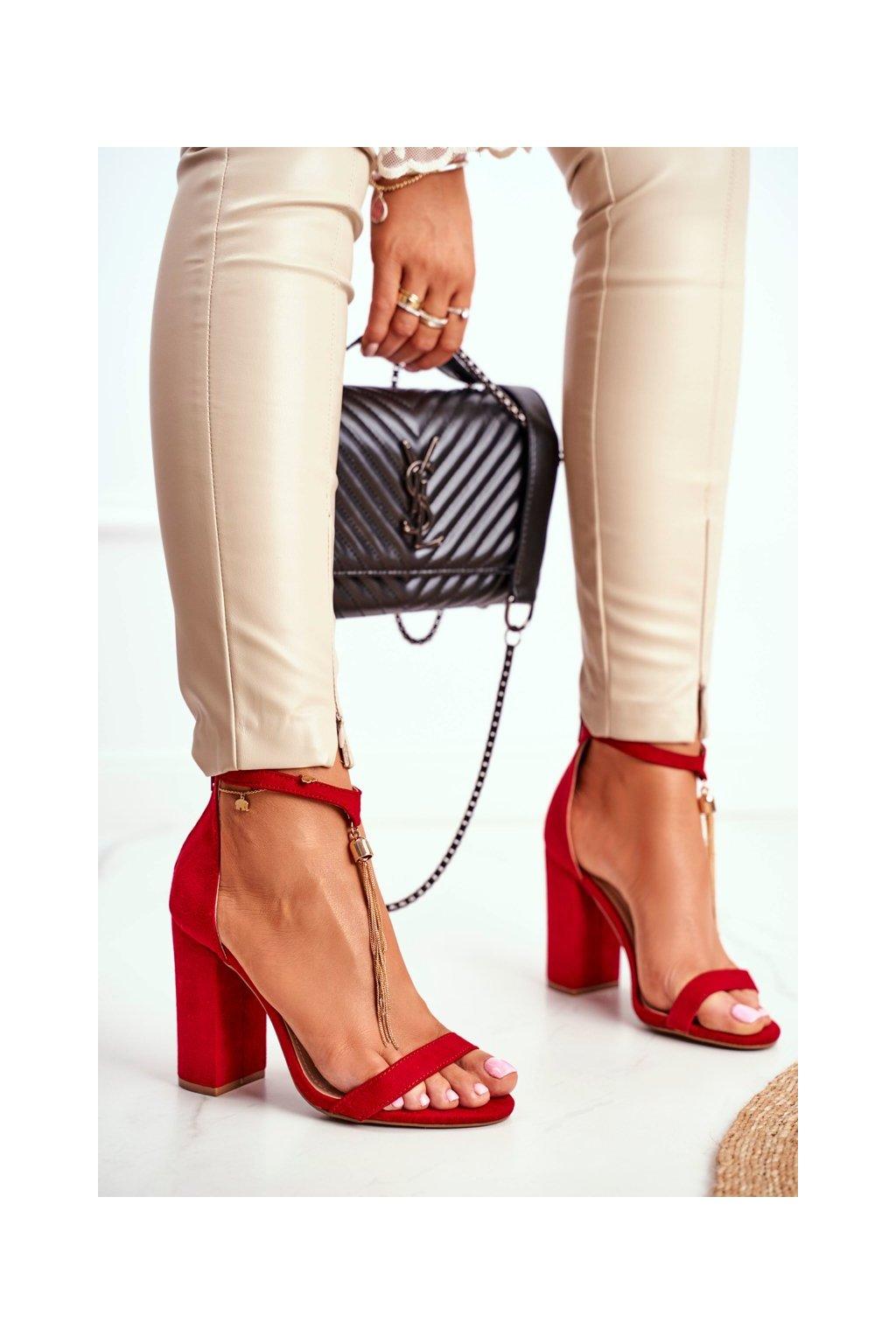 Dámske sandále na podpätku farba červená kód obuvi J76-11 RED