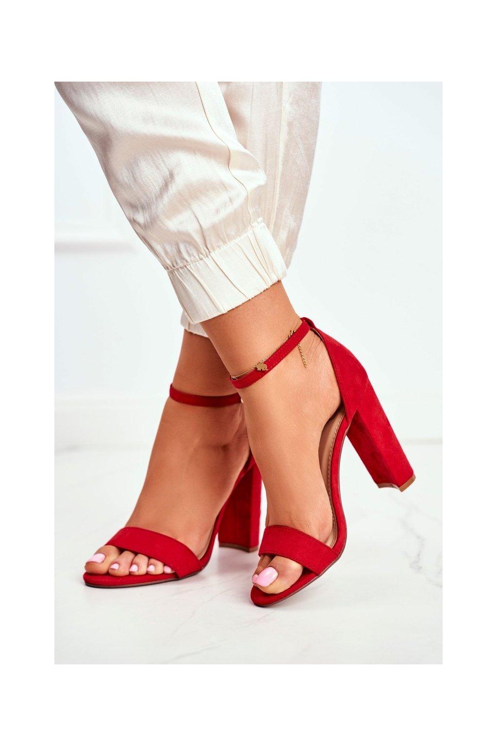 Dámske sandále na podpätku farba červená kód obuvi J76-12 RED