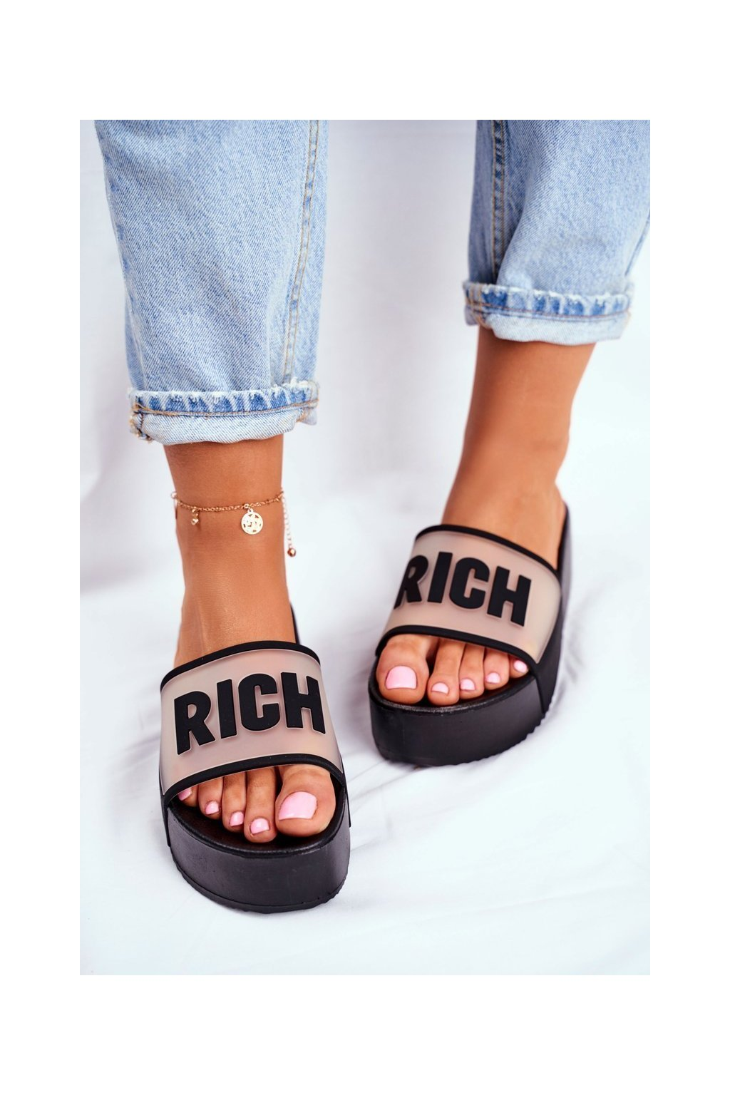 Dámske šľapky s hrubou podrážkou čierne Rich