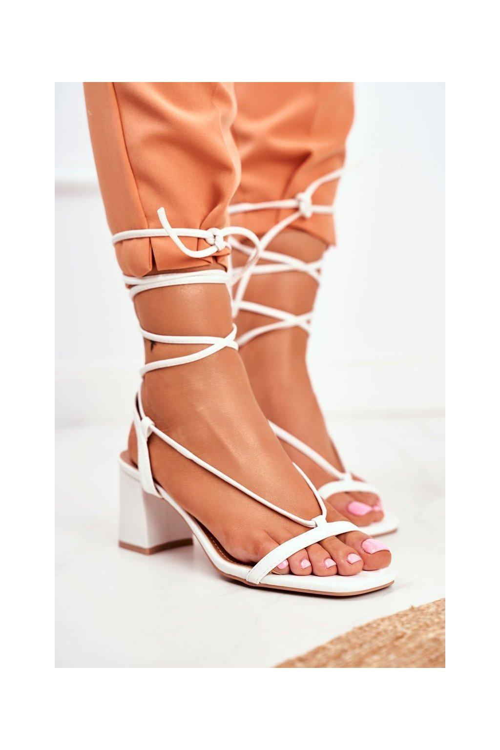 Dámske sandále na podpätku farba biela kód obuvi BF-7 WHITE