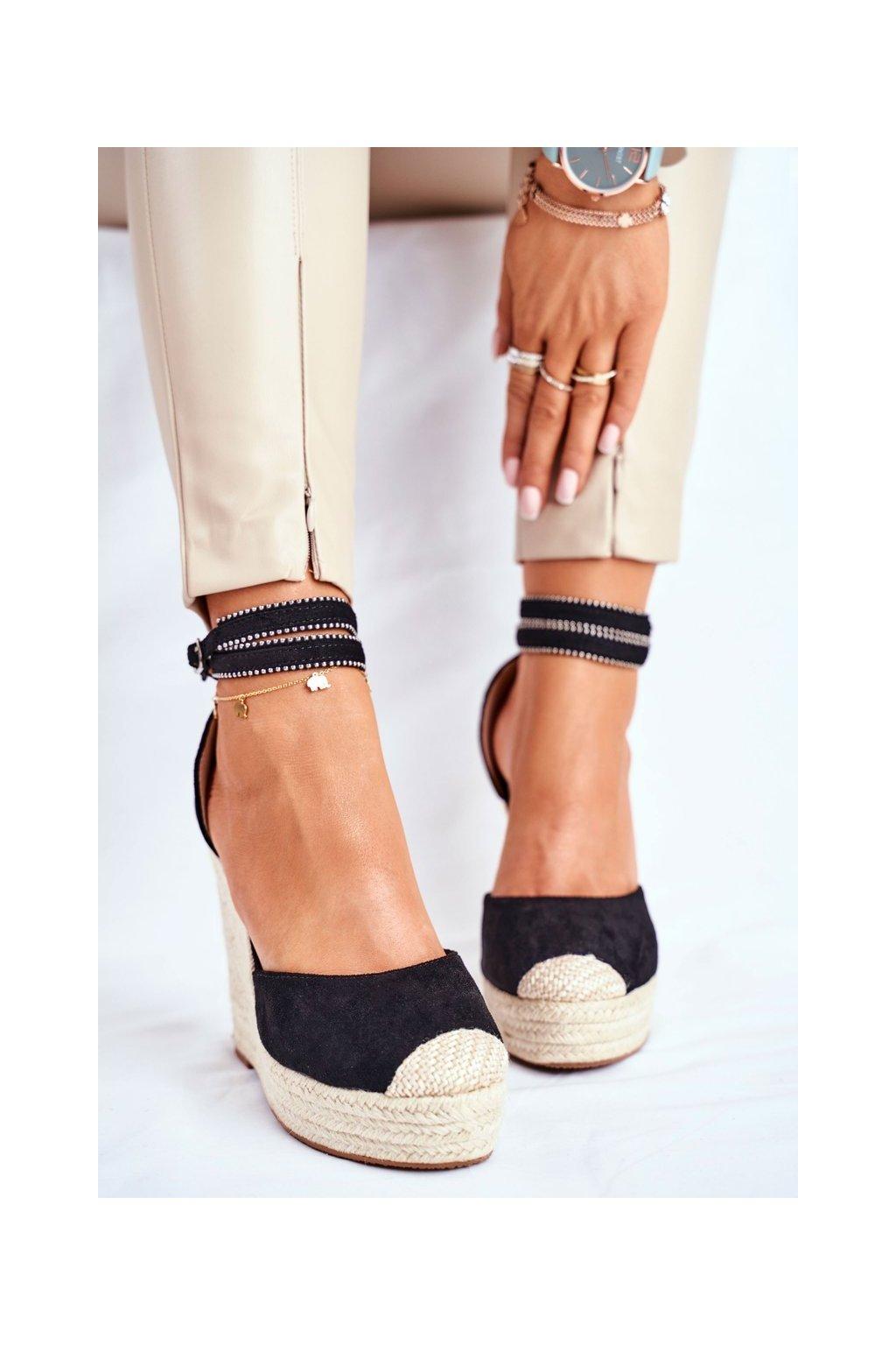 Dámske sandále na platforme farba čierna kód obuvi 100-932 BLK