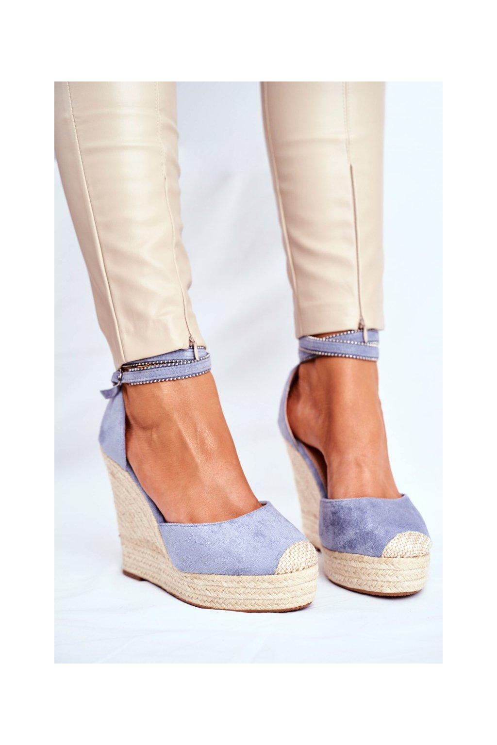 Dámske sandále na platforme farba modrá kód obuvi 100-932 BLUE