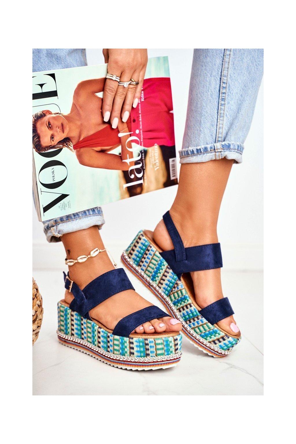 Dámske sandále s plochou podrážkou na platforme farba modrá kód obuvi 1311 NAVY