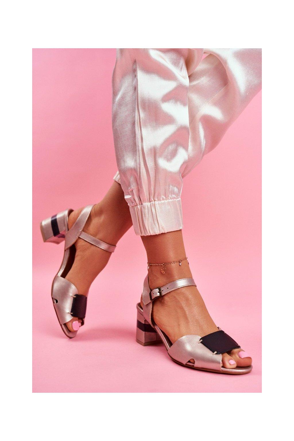Dámske sandále na podpätku farba čierna kód obuvi 04120-25/00-5 GOLD