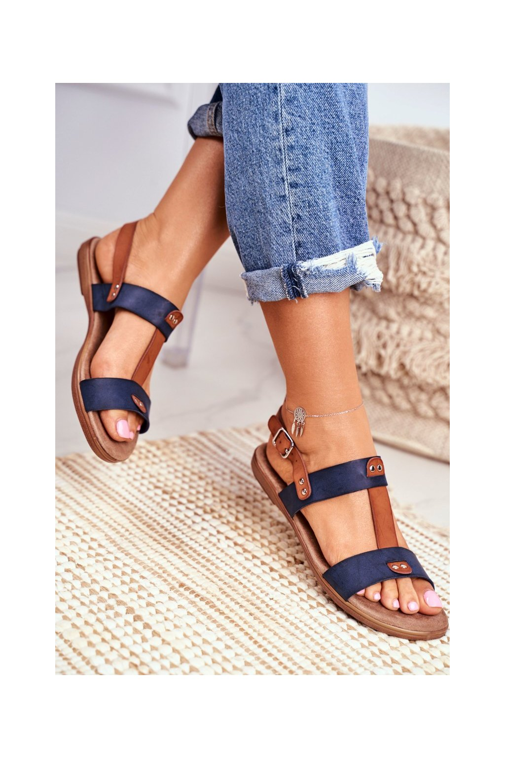 Dámske sandále s plochou podrážkou farba modrá kód obuvi 8SD35-0307 BLUE