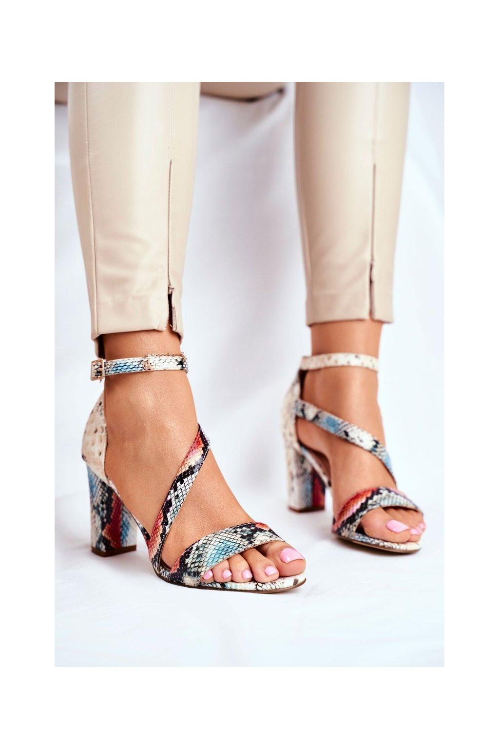 Dámske sandále na podpätku farba červená kód obuvi SK870 RED SNAKE