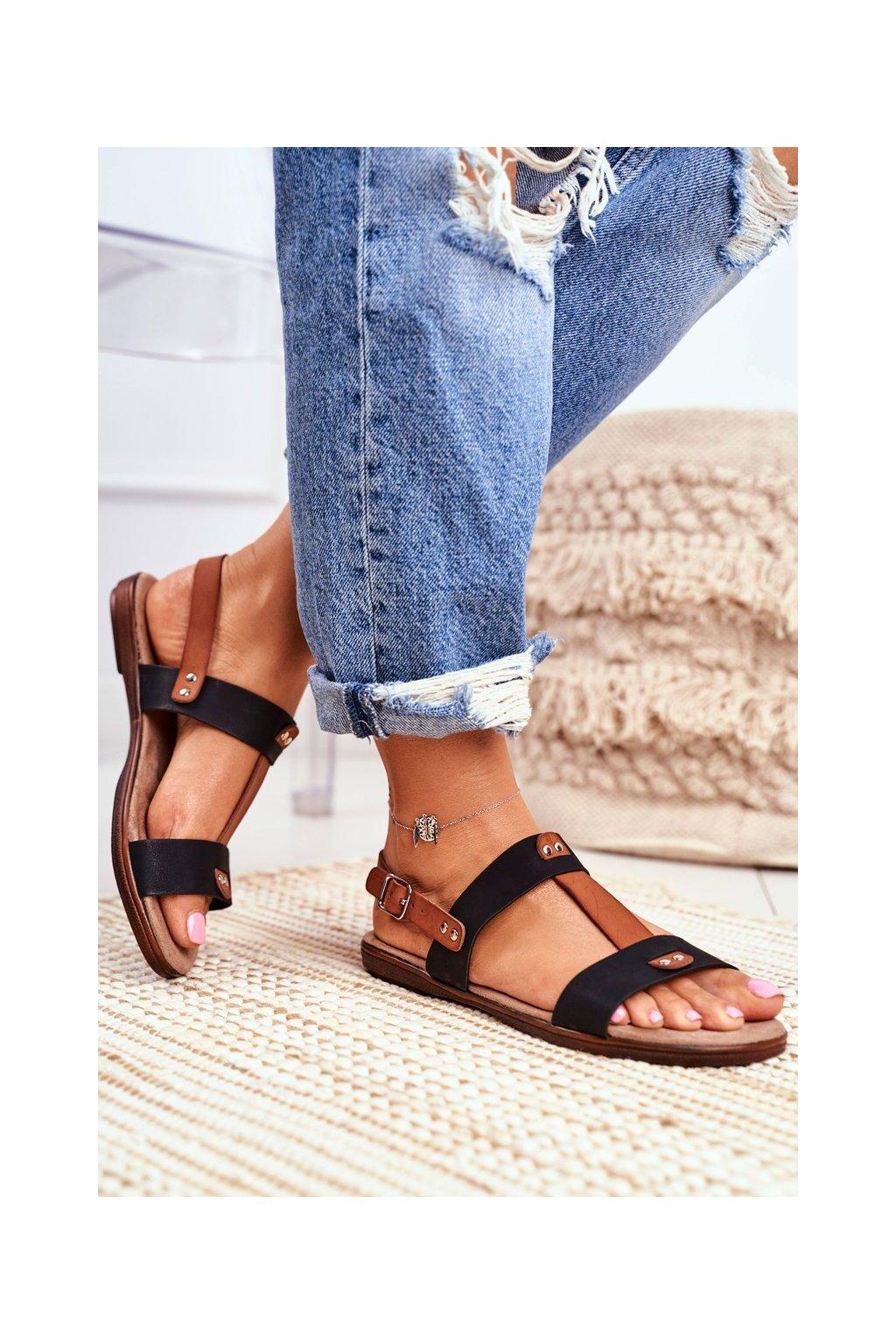 Dámske sandále s plochou podrážkou farba čierna kód obuvi 20SD35-0307 BLK