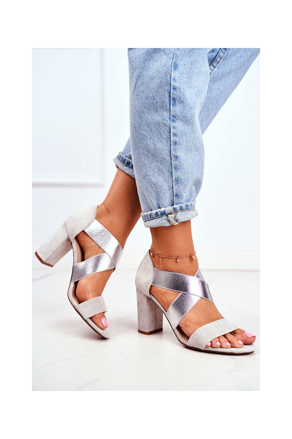 Dámske sandále na podpätku farba sivá kód obuvi 9SD35-0994 SILVER