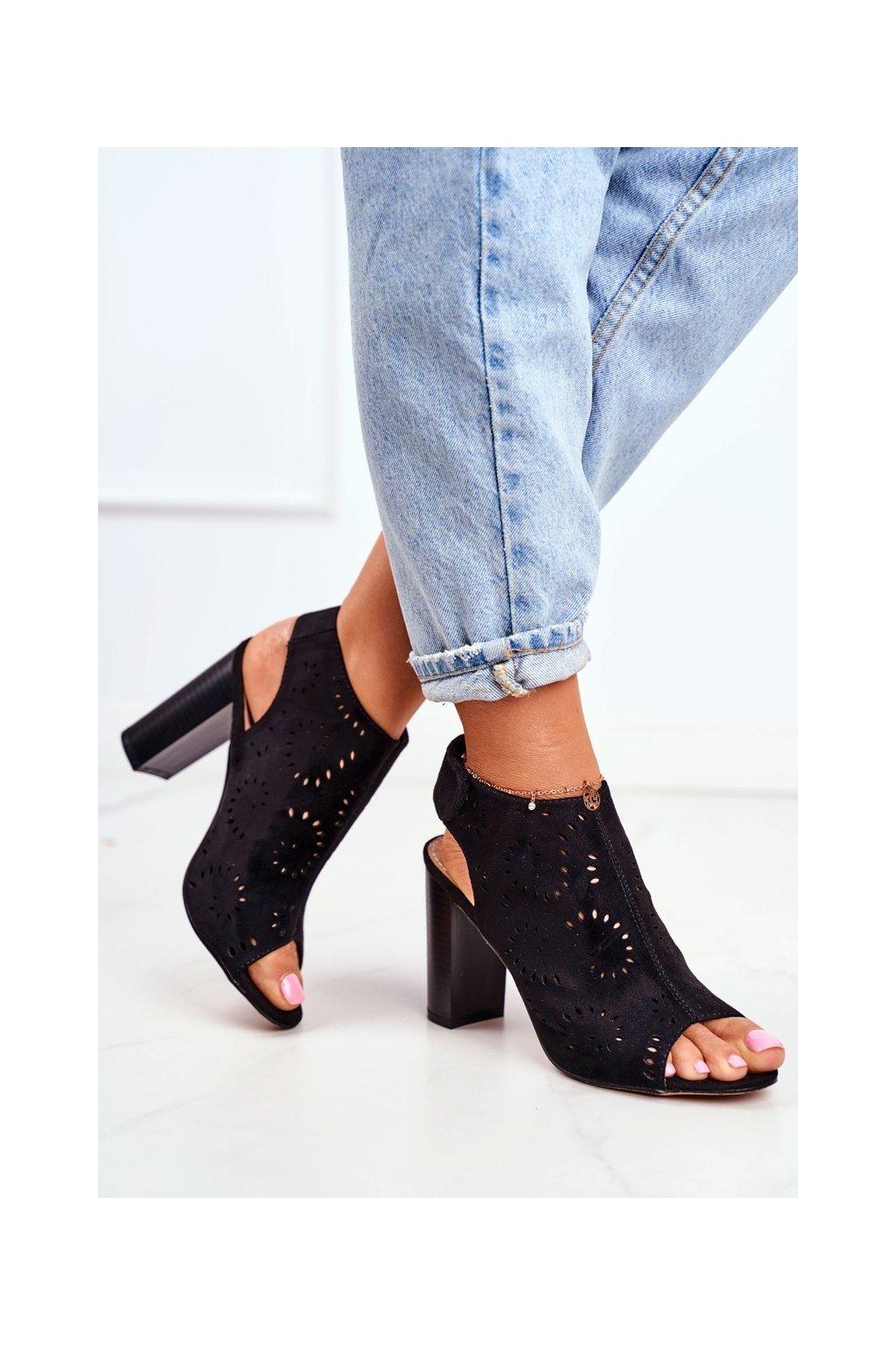 Dámske sandále na podpätku farba čierna kód obuvi 20SD35-2270 BLK