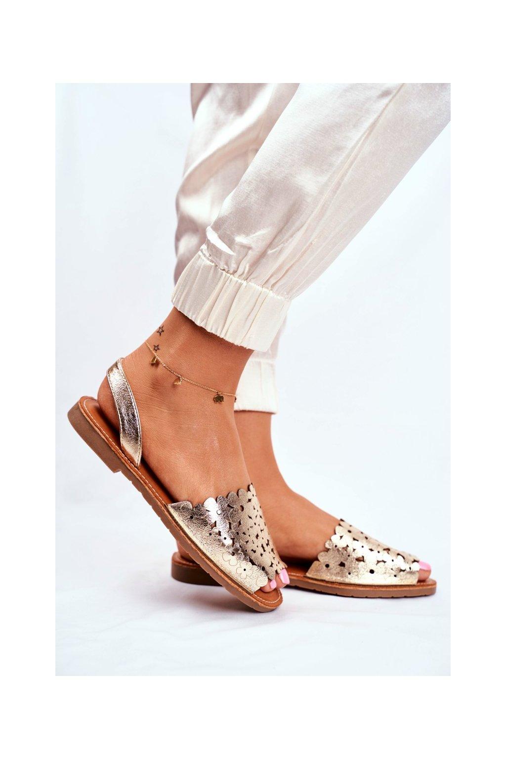 Dámske sandále s plochou podrážkou farba žltá kód obuvi 20SD35-1824 GOLD