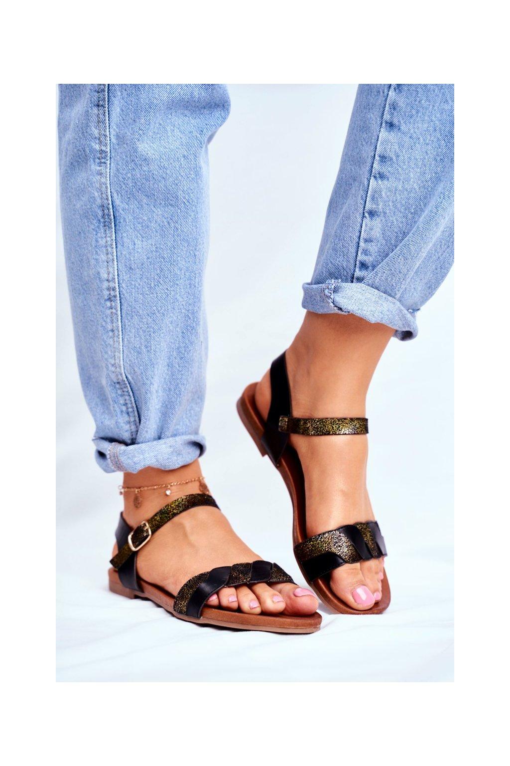 Dámske sandále s plochou podrážkou farba čierna kód obuvi 541-144 BLK