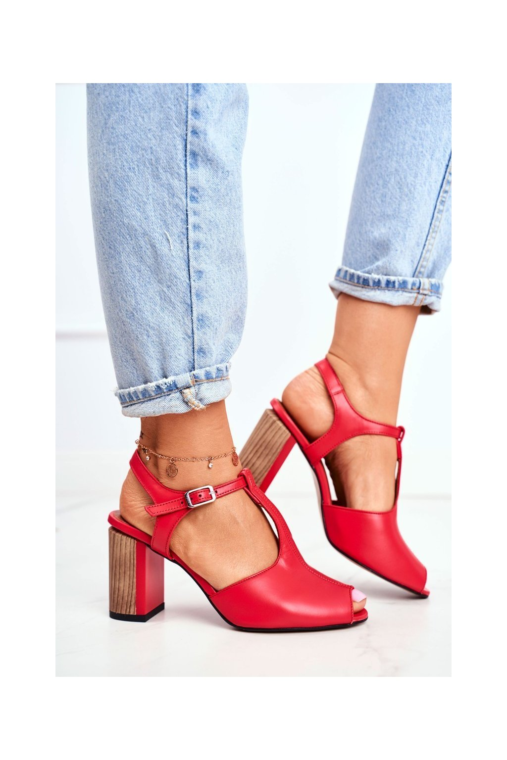 Dámske sandále na podpätku farba červená kód obuvi 04117-08/00-1 RED