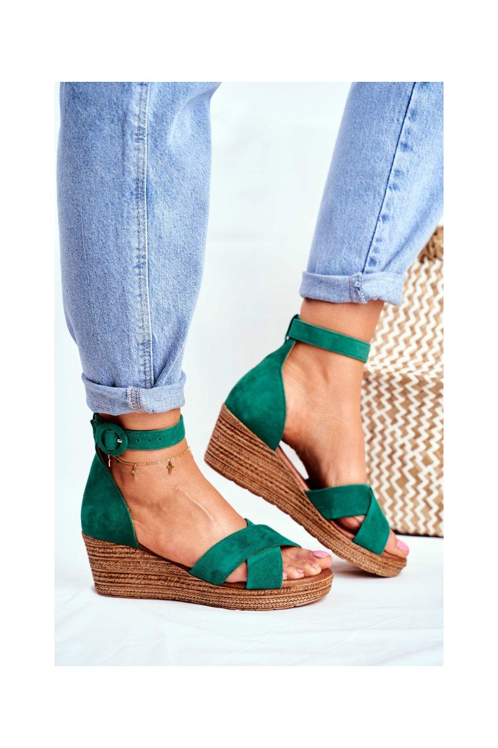 Dámske sandále na platforme farba zelená kód obuvi 04565-09/00-5 ZIELONY