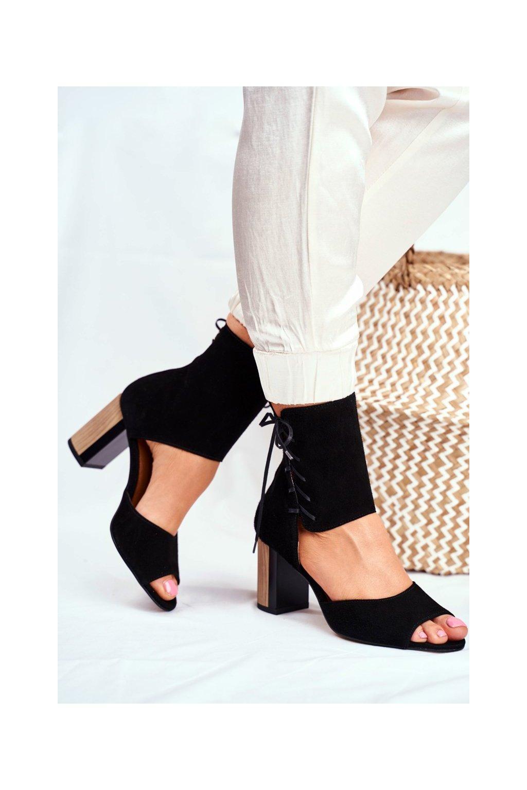 Dámske sandále na podpätku farba čierna kód obuvi 04122-01/00-5 CZARNY