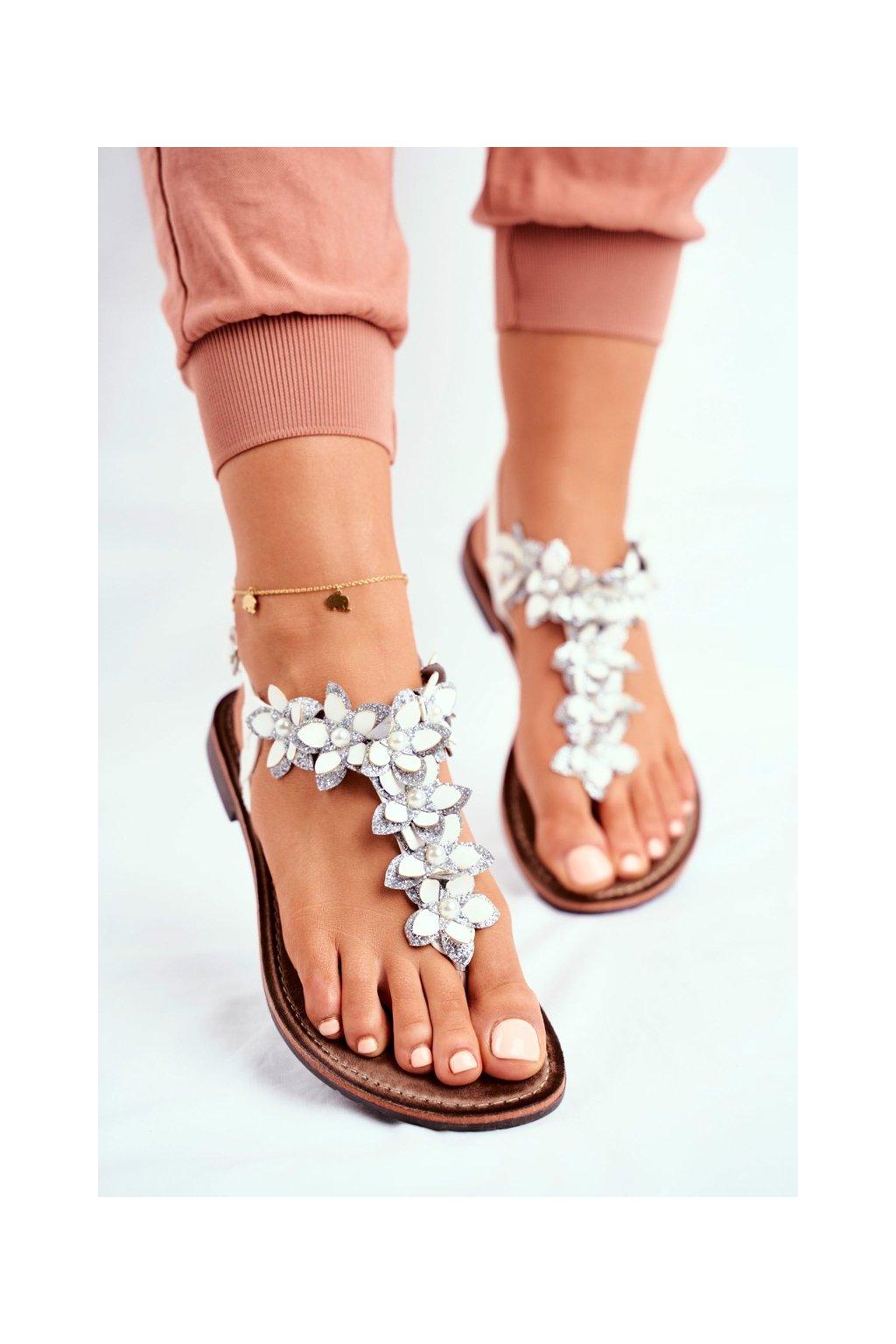 Dámske ploché sandále farba biela kód obuvi 20SD35-1811 WHITE