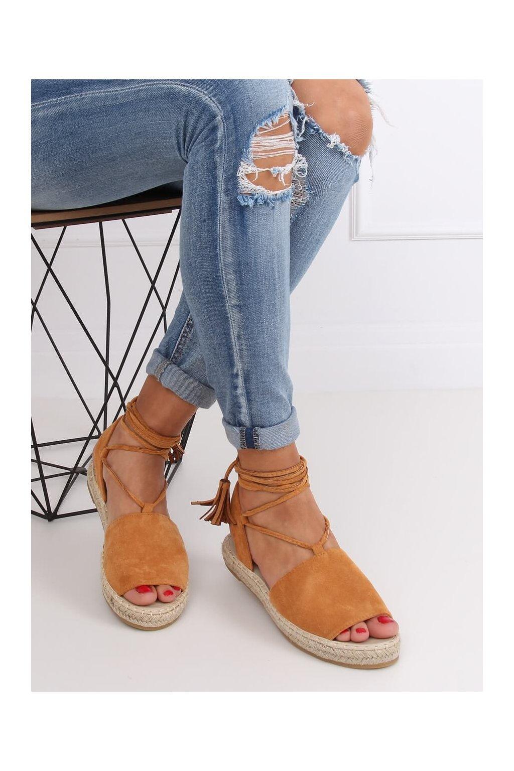 Dámske sandále hnedé na plochom podpätku BB25