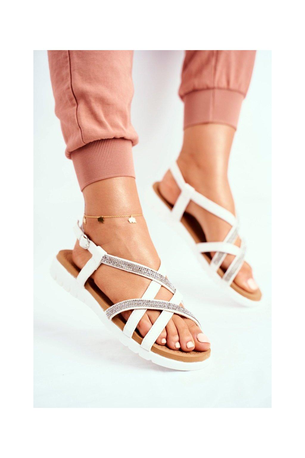 Dámske sandále s plochou podrážkou farba biela kód obuvi 406-6 WHITE