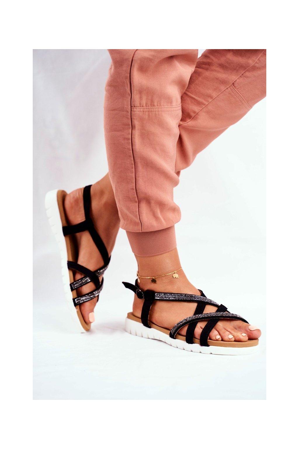 Dámske sandále s plochou podrážkou farba čierna kód obuvi 406-6 BLK