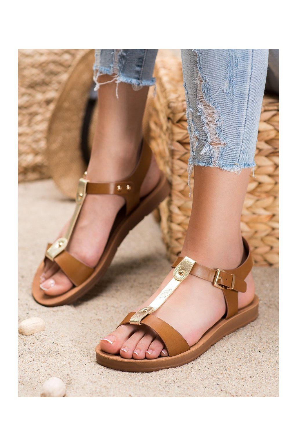 Hnedé sandále s plochou podrážkou Filippo kod DS105/20BR/GO