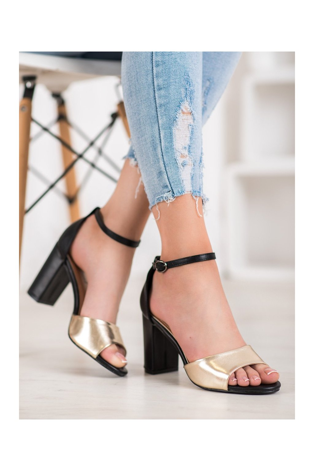 Zlaté sandále na podpätku Small swan kod TS21L.GO