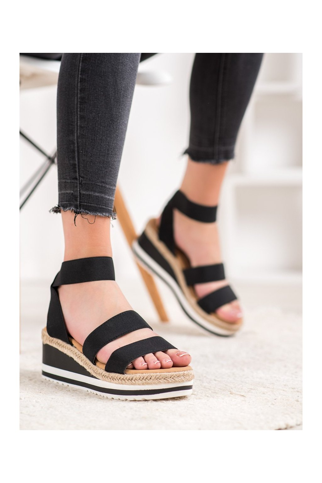 Čierne sandále Weide kod Y613B