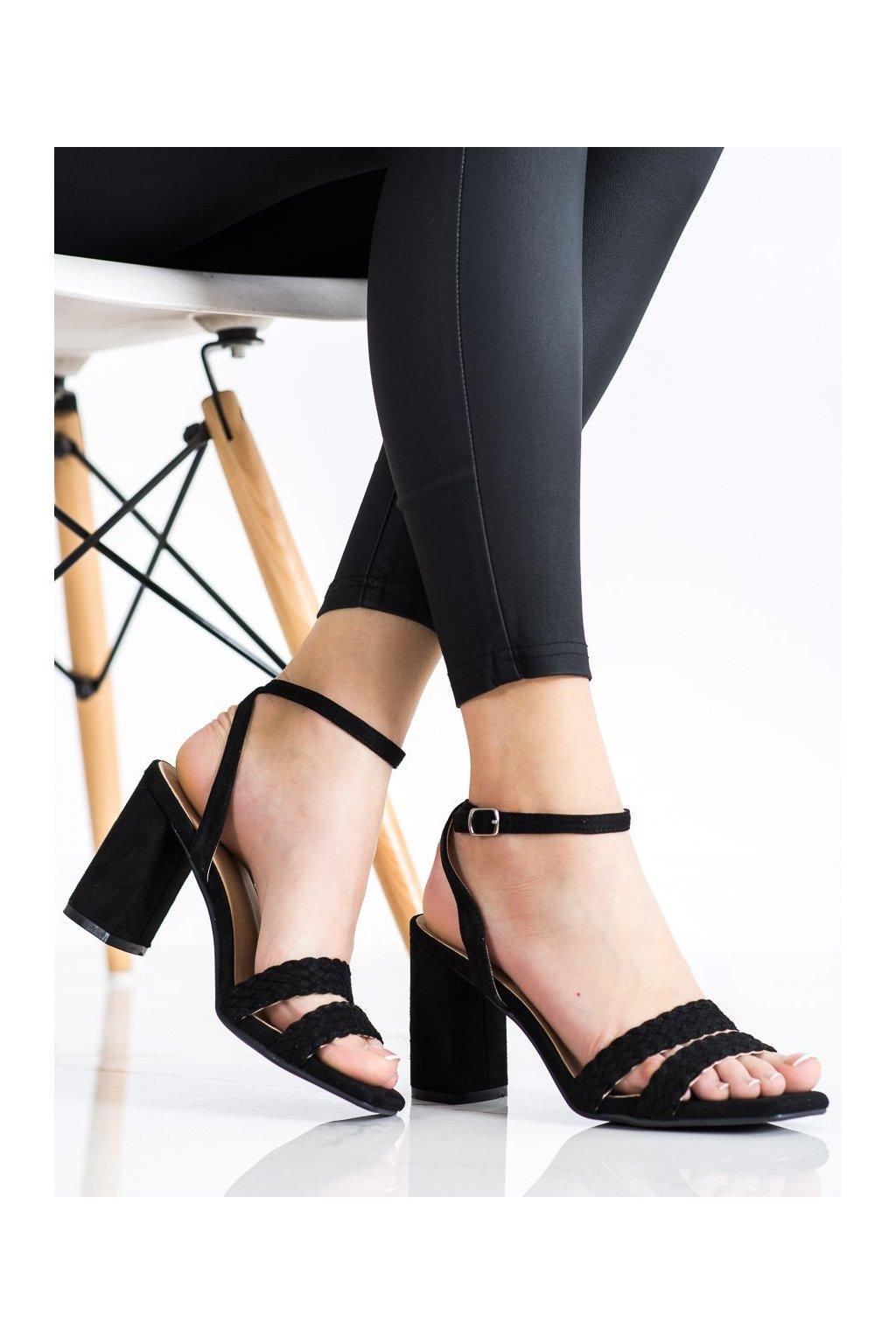 Čierne sandále na podpätku Kylie kod K2012501NE