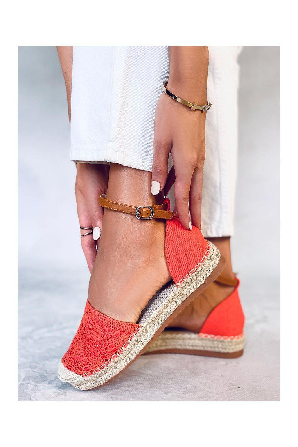 Dámske sandále oranžové na plochom podpätku 3035