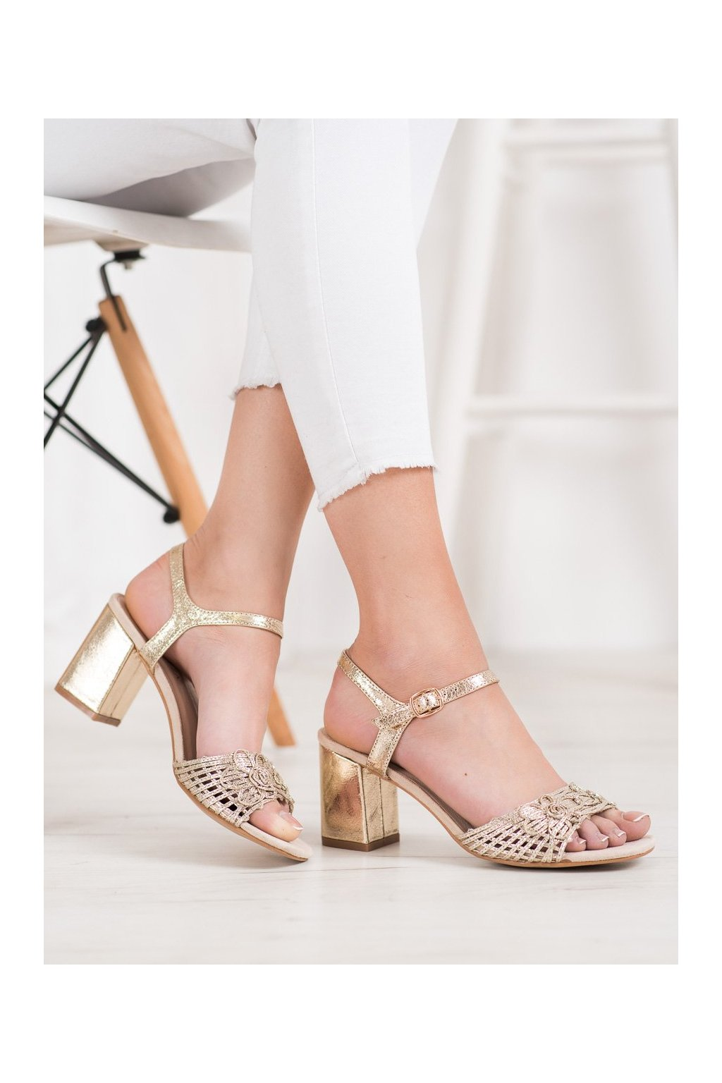 Žlté sandále Vinceza kod YQE20-17060GO