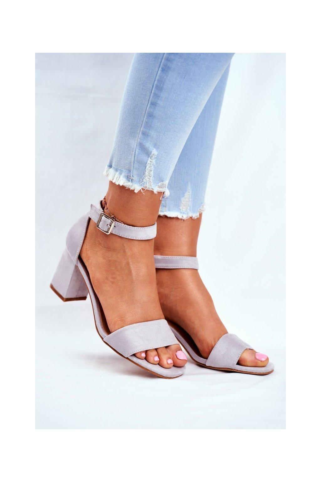 Dámske sandále na podpätku farba sivá kód obuvi 20-17058 GREY