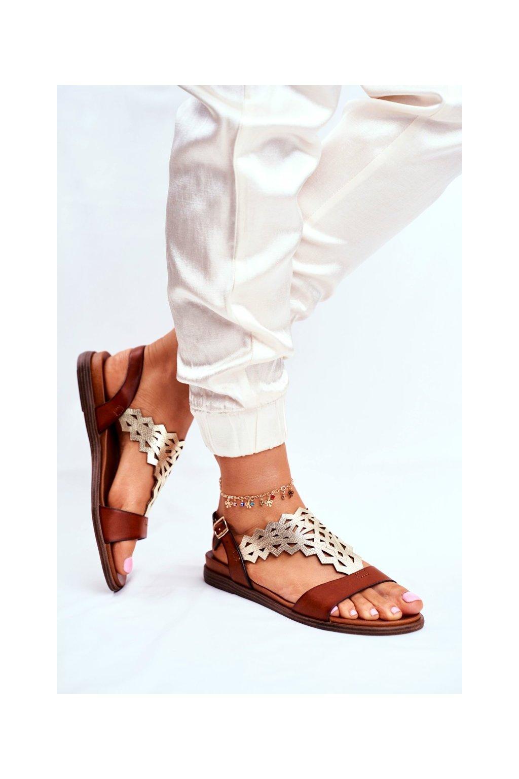 Dámske sandále s plochou podrážkou farba hnedá kód obuvi SK035 BROWN